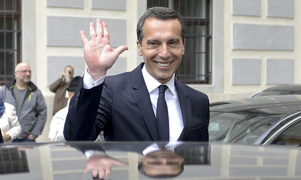ABD0189_20160517 - WIEN - …STERREICH: Bundeskanzler Christian Kern (SP…) am Dienstag, 17. Mai 2016, nach seiner Angelobung in der PrŠsidentschaftskanzlei in Wien. - FOTO: APA/HERBERT NEUBAUER