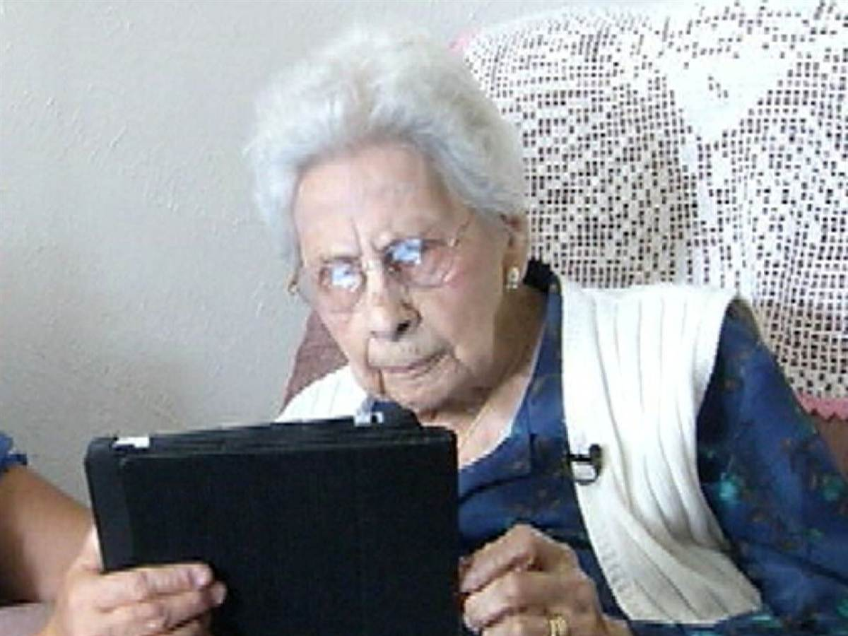 ndk1nta5ndkxmjq_o_is-woman-105-the-oldest-facebook-user